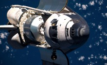 space-shuttle-discovery-ISS-docking-01